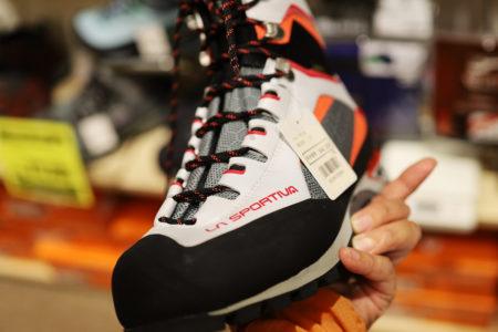 登山靴を探して ~博多天神, 登山ショップ巡り~